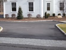 driveway-asphalt-with-pavers-and-apron